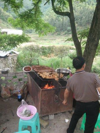 Zunyi, Kina: 大板水虽然现在还没完全打造好,但正是这种原汁原味的东西最好。ps:现在不要门票