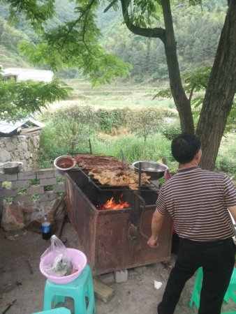 Zunyi, Çin: 大板水虽然现在还没完全打造好,但正是这种原汁原味的东西最好。ps:现在不要门票