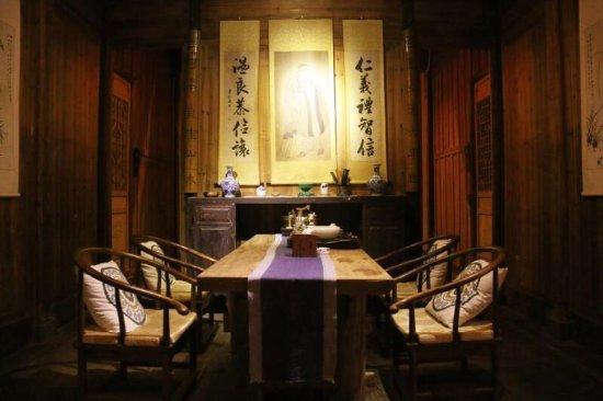Wuyuan County, จีน: 之前住了他们的继志堂,回程的时候店长还特意安排我们参观了旗下的另外一个民宿,据说这个宅子原先是四个大学生合伙做的,还是挺有情怀的,下次有机会可以去再体验一次