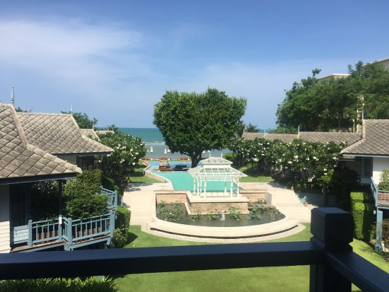 Devasom Hua Hin Resort: 酒店的服务人员让人印象深刻,服务非常非常好!各个方面都很棒!这是我这些年在泰国入住的酒店中印象最深刻的了,酒店比较小,比较吸引我的非泳池莫属了。入住超过3晚建议租车游玩,不然出去不太方便,虽然