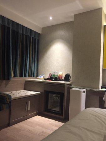 C. Sohoh Business: 来济南玩,路上限速60,还特别堵,芙蓉街人特别多,总体感觉不好,但是入住了这个酒店,没想到这么好,真是济南的让我舒心的唯一理由。