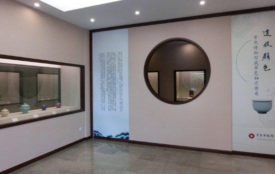 Changshu Museum : 博物馆内瓷器展