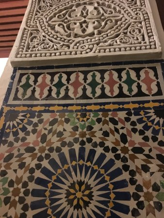 Riad Zamane: 漂亮的装饰