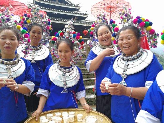 Sanjiang, China: 充满民族风情的地方,建筑精巧复杂,周围田园风光
