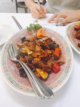 Li Tai Pe: 味道还算不错,在这样的热门风景区吃到中餐的感觉棒棒的,只是价格贵了点,推荐给无处安放的中国胃们!