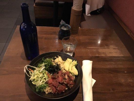 Campbell, Kalifornia: 选了糙米金枪鱼饭,鱼肉真的挺新鲜。就是结账时候对消费有建议项,从3美元开始,给少了服务员会明显不开心。
