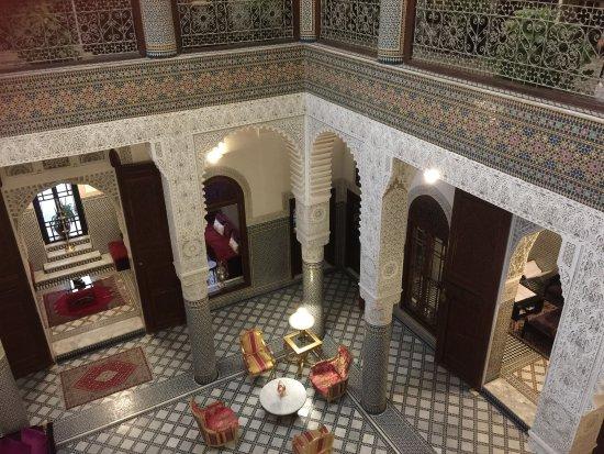 Riad Fes - Relais & Chateaux: 很好的传统摩洛哥Raid精品酒店,不起眼的外观,进来后却显得很精致,装修很用心,很漂亮,为罗莱夏朵授权酒店。餐饮很棒,房间布置别具一格,有游泳池,酒吧。特别值得一提的SPA,蒸桑拿、搓澡都很舒