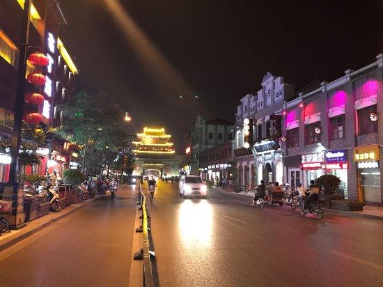 Kaifeng, China: 鼓楼广场