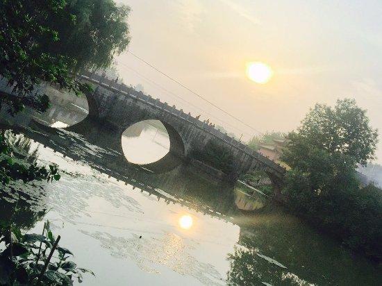 Hanshan County, Kina: 三孔桥