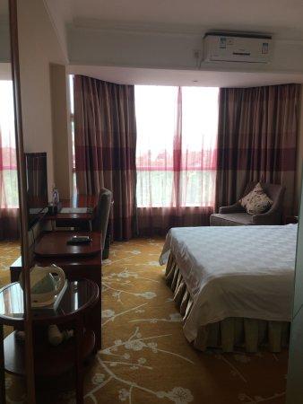 Sunflower Hotel: 卧室图