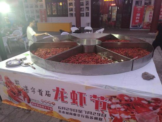 Jining, China: 秀水城商业街