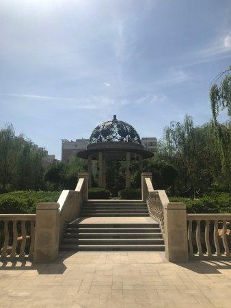 Dingxi, China: 天庆大酒店后院
