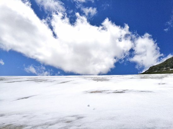 Baishan, China: 6月里依旧冰雪覆盖的长白山