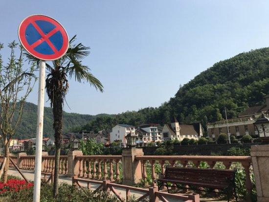 Xiling Snow Mountain Scenic Resort: 花水湾