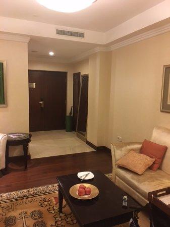 Beijing Hotel NUO: 客廳很大