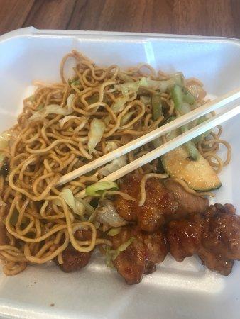 Buellton, CA: 中国人吃外国人做的卖的中餐 味道嗯 还好吧 价格6块多7块多8块多