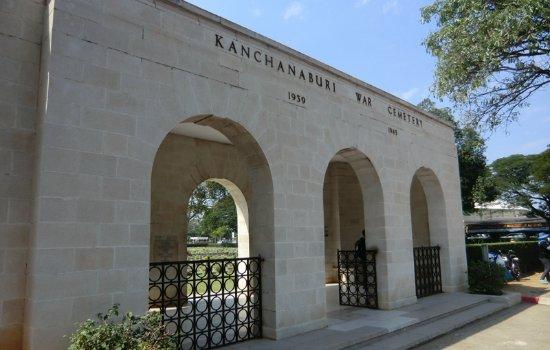 Kanchanaburi War Cemetery: 公墓大门