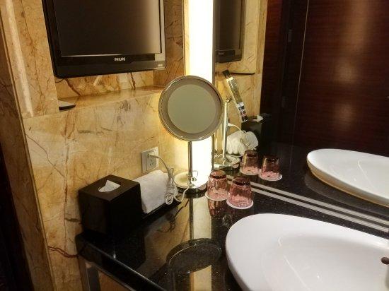 JW Marriott Hotel Shenzhen: 金茂深圳JW万豪酒店