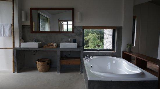 Deqing County, Çin: loft的房型二楼敞开式浴室