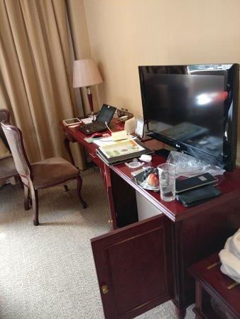 Friendship Hotel Fushun: P70804-093956_large.jpg