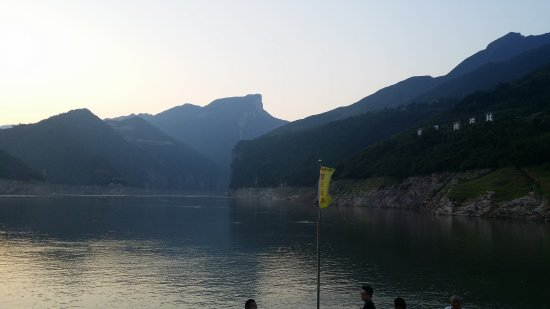 Fengjie County, China: view in the morning 瞿塘峡晨景