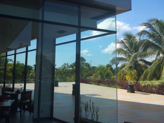 Novotel Manado Golf Resort & Convention Centre: 美娜多离机场最近的Novotel酒店