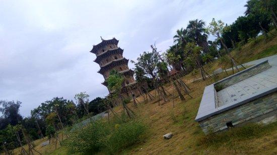 Liusheng Tower: 六胜塔