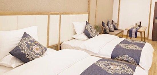Jiali Inn Chengdu Kuanzhai Alley: 床很舒服,特别喜欢花纹图案的设计