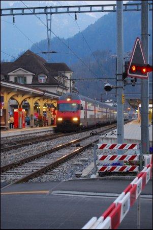Hang Gliding Interlaken: 很惬意的小镇,很舒适但又很沉稳的展现给人们。