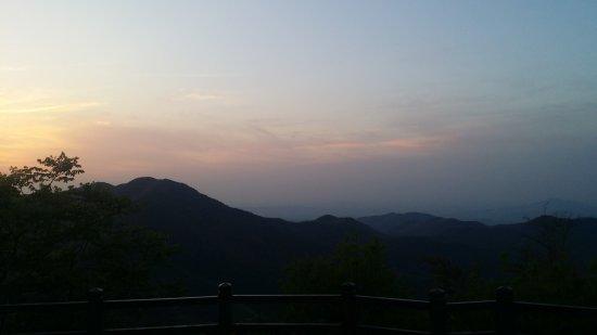 Yixing, Cina: down the mountain