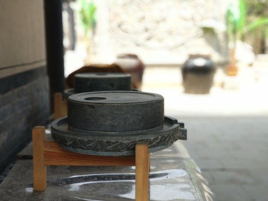 Yangqu County, China: 纯手工豆腐坊