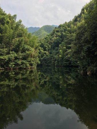 Liuyang, Chiny: 周洛大峡谷