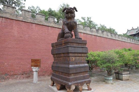 Yuncheng, Chine : 可能关公是武将,里外的狮子挺多的。