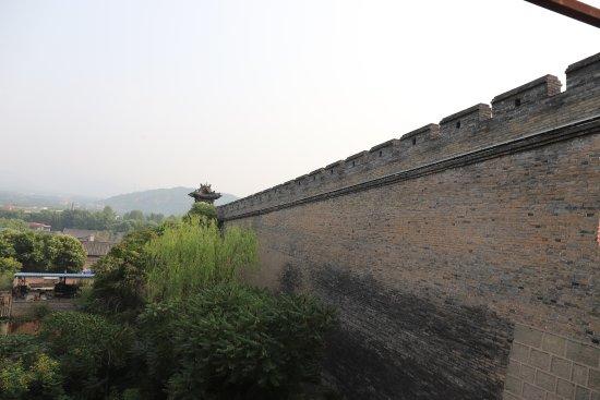 Lingshi County, China: 这是照了半截,规模够大吧