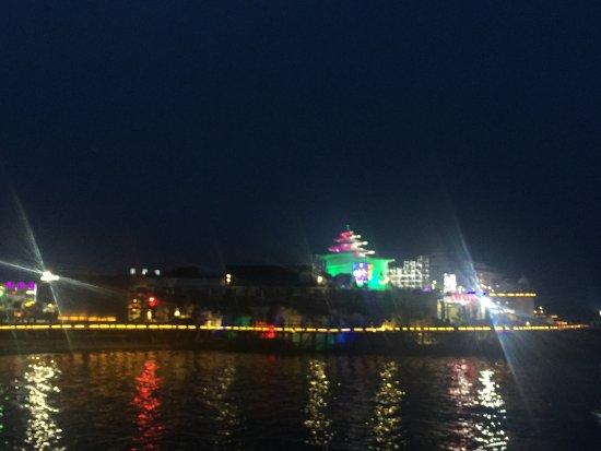 Qinhuangdao, الصين: 碧螺塔海上酒吧公园