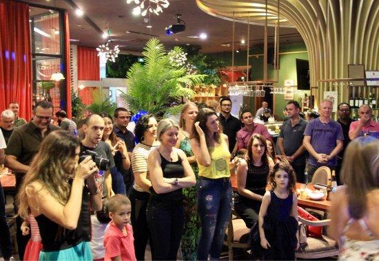 Dongguan, Chine : 周末在贝雅餐吧的国际大趴总是人气爆棚,气氛超级棒,美女如云,舞曲一首接一首,常常是跳舞到深夜。喜欢听外文音乐的朋友绝对值得一去。