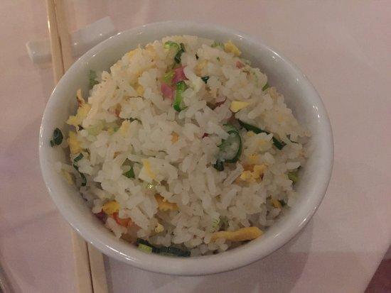 Au Canard Pekinois: 中式装修,比较高档。菜品口感不错,北京烤鸭配的饼有点酸,其它的都还过得去,价格稍高,人均约50CHF