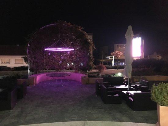 Hotel Phoenix: 这是我们拍摄的凤凰酒店的清晨和夜晚