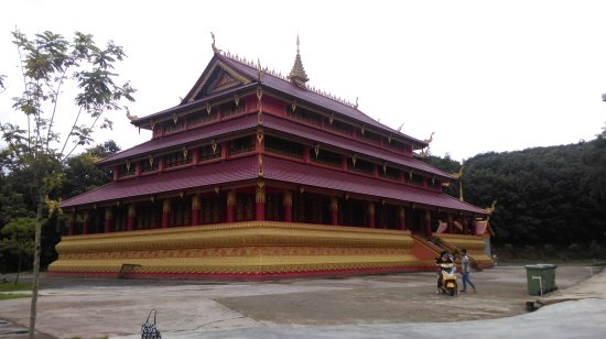 Gengma County, China: 孟定洞景佛寺