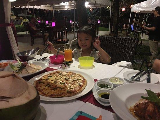 Bellini: 不错的环境,服务也很好,食物也很美味!