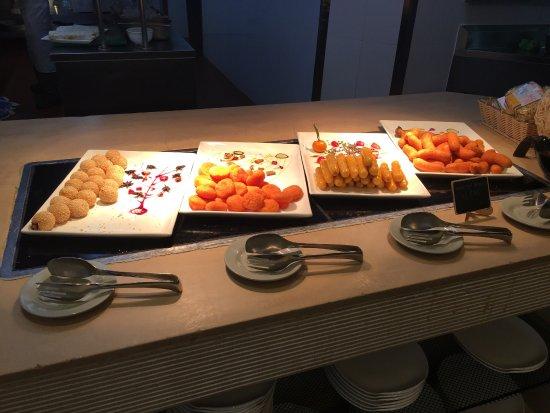 Wanning, Cina: 餐厅环境不错,还有专门的儿童餐区,宝宝很喜欢!服务员都很热情,128的价格来说菜品很丰富,甜品很好吃,尤其当地特色的清补凉,很赞!