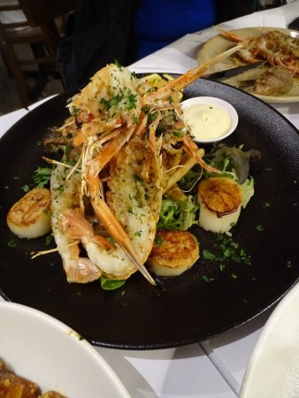 Castlecrag, Australia: Wonderful restaurant and unforgettable dinner. It's a good experience have dinner for my wife bi