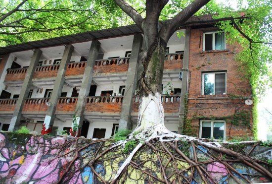 Huangjueping: 涂鸦一条街