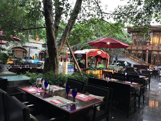 Cafe (InterContinental Century City Chengdu): 环境好,人好,漂亮,食物很好吃,待遇超高,人气好,好下次还来。。。。。。