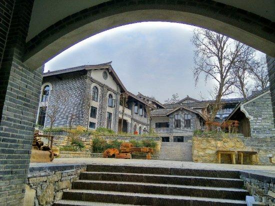Qingyan Ancient Town: IMG_20171230_172447_HDR_large.jpg