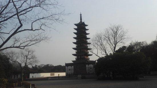 Square Pagoda: 方塔冬景