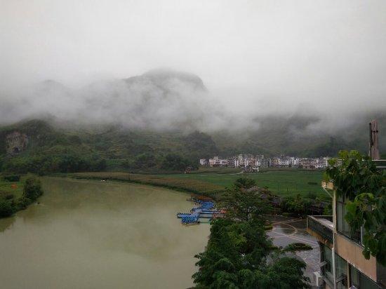 Bama County, China: 百鸟岩