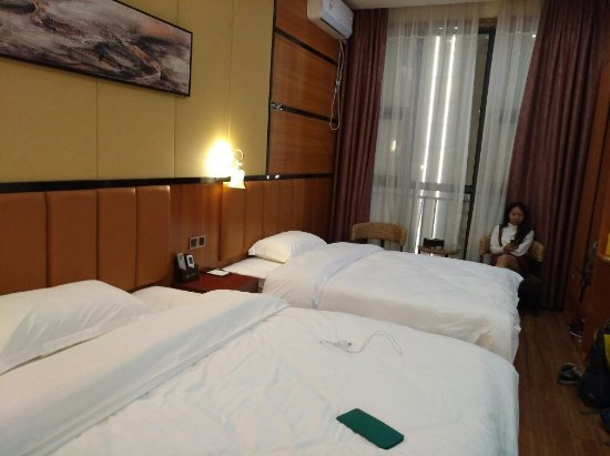 Baise, China: 非常干净舒服,床又够大一张1.5米,一张1.8米。性价比高。