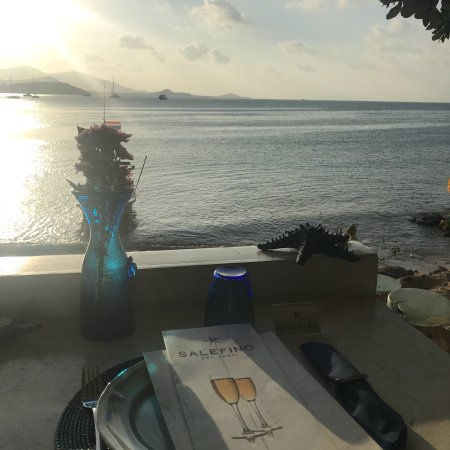 It was unforgettable dinner good memories of the sunset restaurant ,very romantic atmosphere del