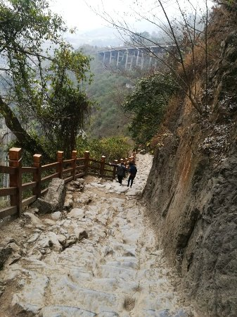 Yanjin County, Trung Quốc: 陡峭悬棺奇观,五尺道刻下千年沧桑,景区很小,但值得一观